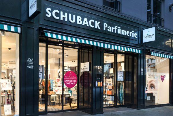Parfümerie Schuback Fassade Neugestaltung Nette+Hartmann französischer Stil Hamburg Design Shopgestaltung Ladenbaukonzept